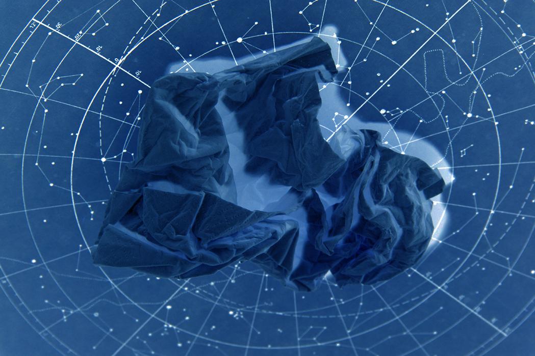 Mouchoir bleu dans le cosmos