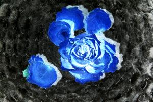 fleur bleue et vortex de baisers