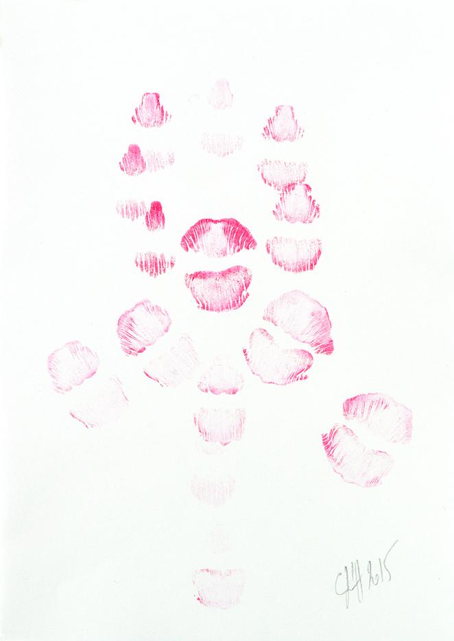 empreintes de baisers rose sur papiers