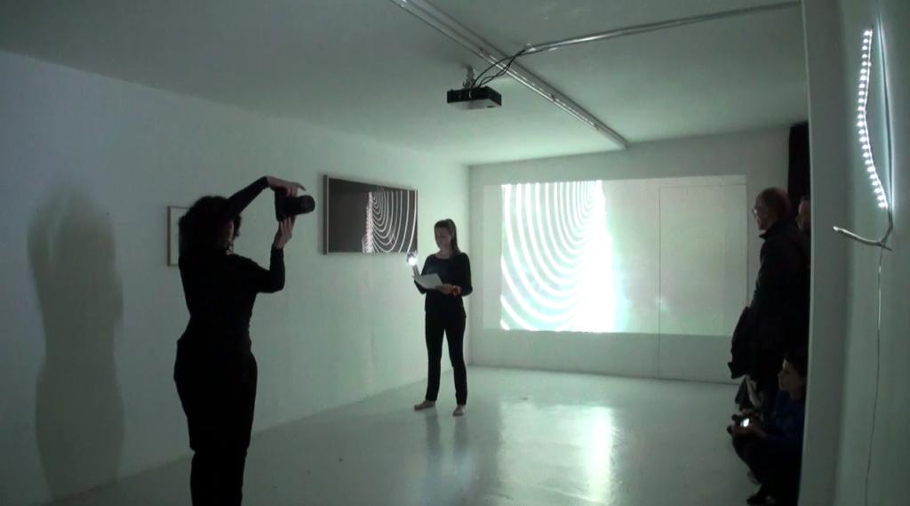 performance artistique avec lumière