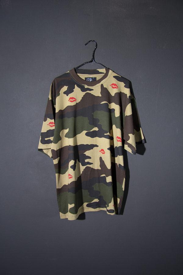 T-shirt militaire aux baisers rouges